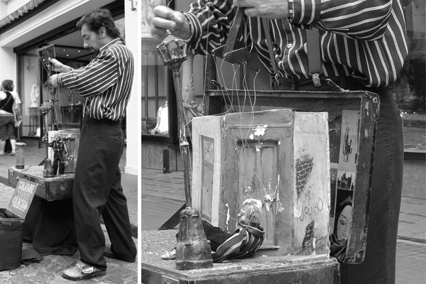 Puppeteer in San Telmo - Photo © Carl Amoth