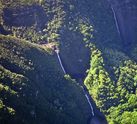 Beautiful Maui Waterfalls... - Photo © Carl Amoth