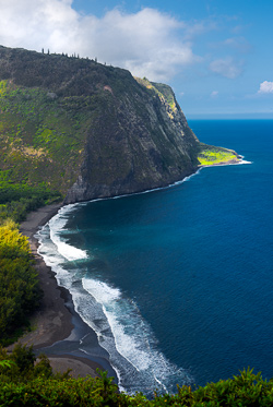 Coast along theWaipi'o Valley, Big Island, Hawaii. © Carl Amoth