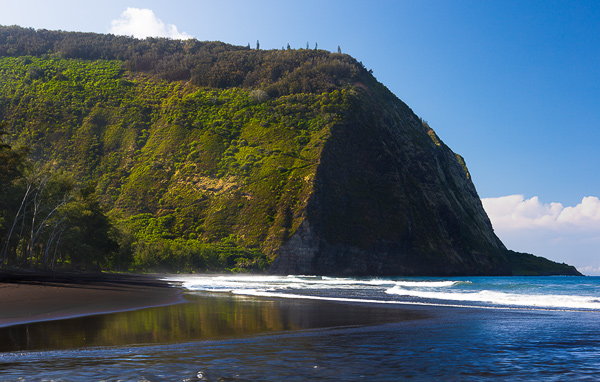 Black Sand beach of Waipi'o Valley, Big Island, Hawaii. © Carl Amoth