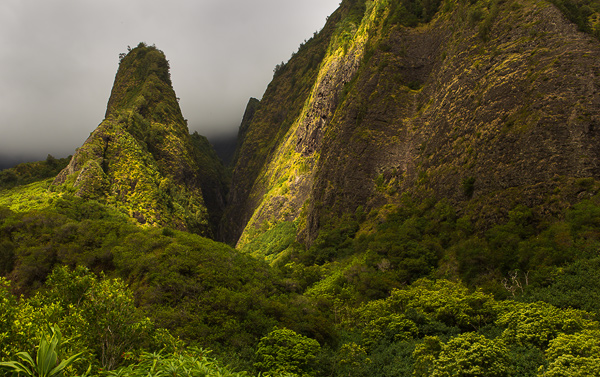 Kuka'emoku ('Iao Needle) in 'Iao State Park, Maui. © Carl Amoth