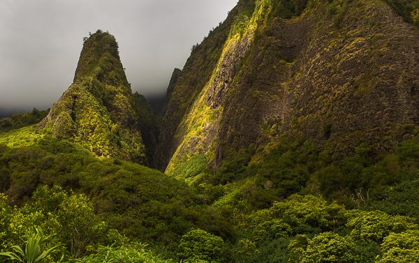 Kuka'emoku ('Iao Needle) in 'Iao State Park, Maui. © Carl Amoth